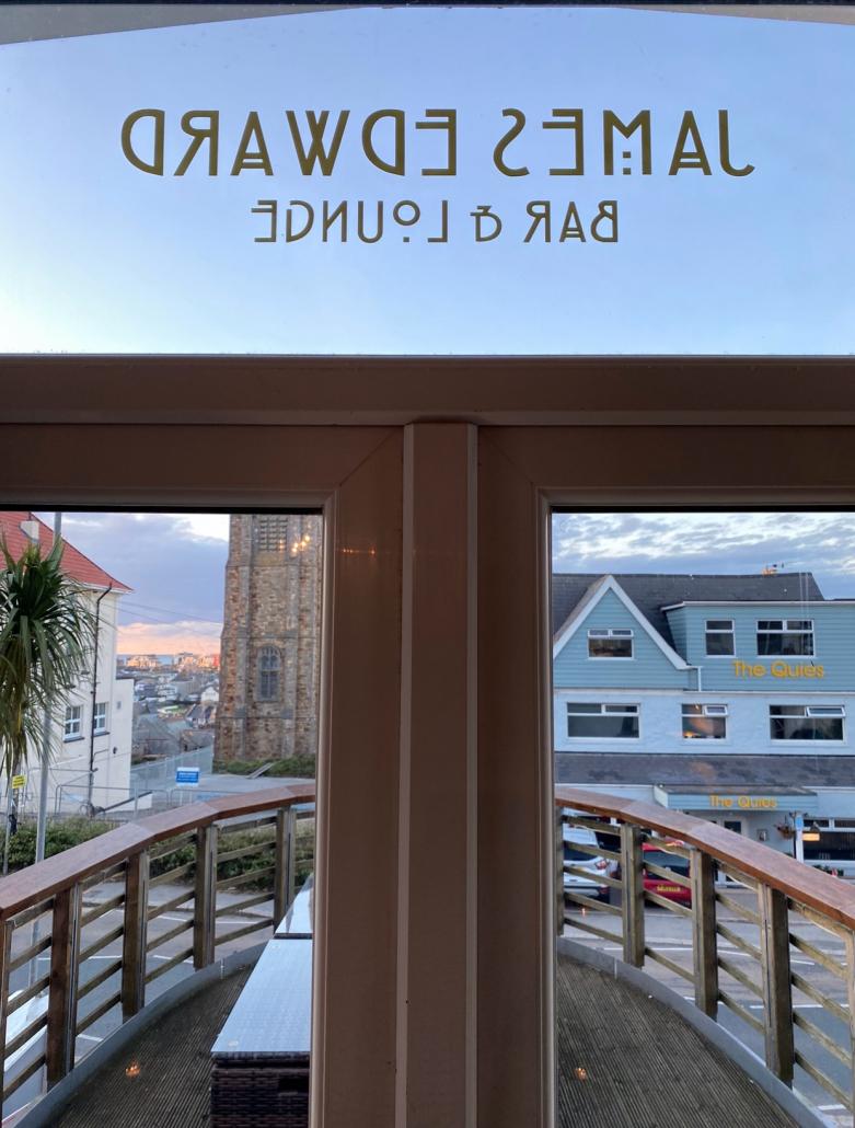 White House Newquay | Sea Views | Licensed Bar